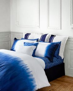 """Would need to reverse the blue and the white so blue is at head.   """"Bedroom: Yellow dip dyw 2 flat sheets to make light summer comforter"""""""