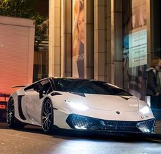The Lamborghini Sesto Elemento debuted at the Paris Motor Show in 2010 and is a limited edition two door track ready car. Huracan Lamborghini, White Lamborghini, Koenigsegg, Sesto Elemento, Daimler Ag, Cool Sports Cars, Best Classic Cars, Expensive Cars, Amazing Cars