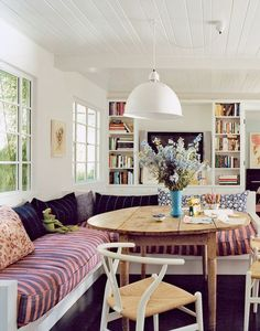 12 Stylish Basics Every First Home Should Have Country House Interior, Home Living Room, Interior Design Living Room, Living Spaces, Italian Interior Design, Interior Design Pictures, Interior Inspiration, Pinterest Decorating, Cottage Interiors