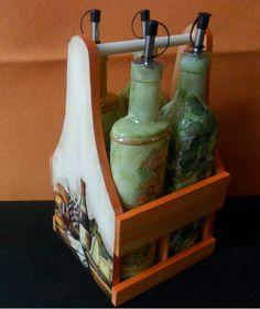 Conjunto aceitera y vinagrera, madera y cristal. Decoupage, decoupage 3D y acrílicos a modo de tinte.
