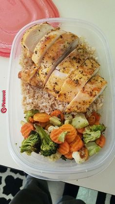 Chicken brown rice and roasted vegetables. chicken brown rice and roasted vegetables healthy lunch ideas Lunch Meal Prep, Healthy Meal Prep, Healthy Snacks, Healthy Eating, Keto Meal, Yummy Healthy Food, Healthy Lunch Ideas, Lunch Snacks, Diet Snacks
