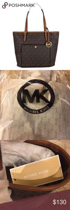 Michael Kors Jet Set Tote New with tags Michael Kors Jet Set Signature Medium  Top-Zip Snap Pocket Tote KORS Michael Kors Bags Totes