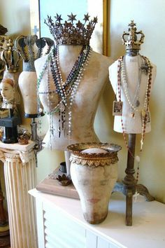 mannequins- fun way to display/store jewelry. Find mannequins at thrift stores, garage sales, etc. Dress Form Mannequin, Vintage Mannequin, Mannequin Heads, Mannequin Display, Shabby Vintage, Vintage Style, Canvas Hat, Deco Addict, Deco Boheme