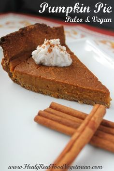 This paleo & vegan pumpkin pie is such a delicious winter treat!