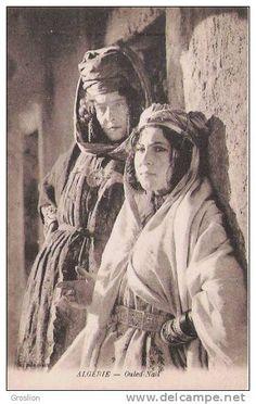 ALGERIE OULED NAIL (JEUNES FEMMES BEAU PLAN) - Algérie Old Pictures, Old Photos, Vintage Children Photos, Africa Art, Moorish, North Africa, Vintage Colors, Vintage Postcards, Culture