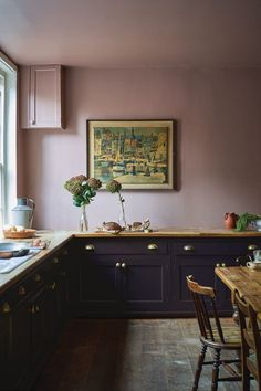 Farrow & Ball embraces bold colours for releasing its must-have shades for interiors Kitchen Interior, New Kitchen, Kitchen Dining, Kitchen Decor, Interior Modern, Blackened Farrow And Ball, Black Kitchens, Cool Kitchens, Kitchens Uk