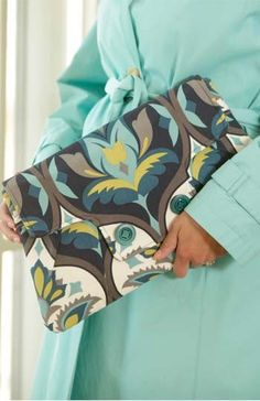 Coronation Clutch – IJ926 sewing pattern from IndygoJunction.com
