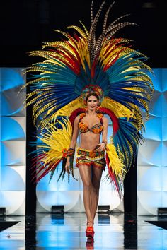 Miss Universe 2019 - Patrick Prather/Miss Universe Organization Carnival Dancers, Carnival Costumes, Hunger Games Districts, Miss Universe National Costume, Miss Colombia, Showgirl Costume, Showgirls, Dance Outfits, Samba
