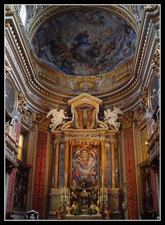 """Chiesa Nuova Altar    The Chiesa Nuova was built on the site of an old church, """"Santa Maria In Vallicella"""", and has since been commonly reffered to as the New Church."""