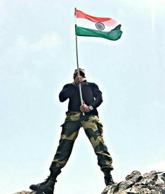New Training National flag india Amazing Pic collection 2019 Indian Army Wallpapers, Indian Flag Wallpaper, National Flag India, Freedom Fighters Of India, Indian Flag Images, Indian Army Special Forces, Independence Day Photos, Army Life, Army Soldier
