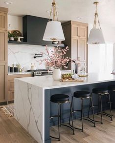 Kitchen Post, Home Decor Kitchen, New Kitchen, Home Kitchens, Kitchen Dining, Kitchen Ideas, Natural Kitchen, Kitchen Decorations, Bright Kitchens