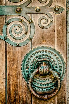 How awesome would it be to have a door with these details adorning your home?? #hardware