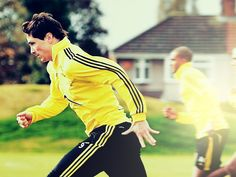 Fernando Torres in Melwood Chelsea, Champion, Soccer, Guys, My Style, Sports, People, Yellow, Fernando Torres
