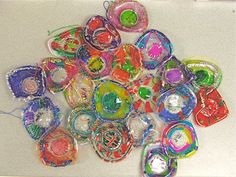 Chihuly Inspired Art Project with clear solo cups and sharpies.  Melt at 250 for 5 mins and cool.  Its a Chihuly kind of Holiday | Doodle Dashboard