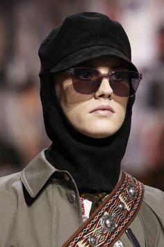 Кристиан Диор Осень 2018 Коллекция готовых к употреблению - Vogue