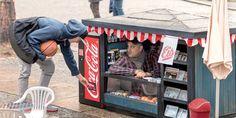 Coca-Cola encolhe quiosques para divulgar latinha mini