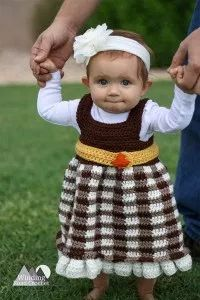 First Part of a 4 part Crochet A Long. Crochet the Simply Fall Baby dress. This dress is quick and easy and made for beginners. There will be a video tutorial for each part of the Crochet A Long. The free crochet pattern will be released in 4 parts Crochet Placemat Patterns, Crochet Baby Dress Free Pattern, Crochet Baby Clothes, All Free Crochet, Crochet For Kids, Crochet Ideas, Easy Crochet, Crochet Girls, Pattern Dress