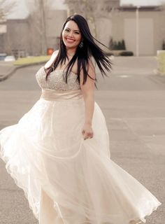 BBW in swirling wedding gown Plus Size Brides, Plus Size Wedding, Curvy Fashion, Plus Size Fashion, Girl Fashion, Beautiful Curves, Big And Beautiful, Sexy Curves, Beautiful Bride