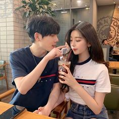 Image about couple in ulzzangs😋 by saraaaa on We Heart It Couple Ulzzang, Ulzzang Korean Girl, Cute Korean Girl, Korean Couple, Best Couple, Cute Couples Goals, Couple Goals, Tmblr Girl, Cute Couple Outfits