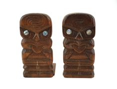 Maori Tekoteko Wood Carving Bookends - Vintage Retro Hand Carved Wooden Tiki - Made in New Zealand Vintage Parts, Retro Vintage, Vintage Wood, Paua Shell, Wooden Hand, Wood Carving, New Zealand, Hand Carved, Bookends
