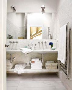 Warm white bathroom all that marble Interior Exterior, Bathroom Interior Design, Interior Decorating, Design Bedroom, Bathroom Renos, White Bathroom, Bathroom Spa, Washroom, Bathroom Ideas