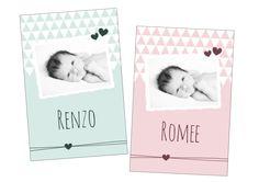 Lieve #geboortekaartjes met foto van Boefjespost! Met driehoekjes in zachte kleuren en hartjes. www.boefjespost.nl