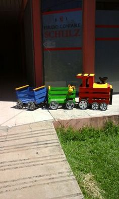 tren fabricado con cajones de madera
