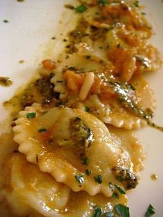 Ravioli stuffed with potatoes and cod This dish .-Mit Kartoffeln und Kabeljau gefüllte Ravioli Dieses Gericht hat uns sehr gefall… Ravioli stuffed with potatoes and cod We really liked this dish … – food – # Filled - Ravioli, Risotto, Meat Recipes, Pasta Recipes, Cooking Recipes, Italian Dishes, Italian Recipes, Tortellini, How To Cook Pasta