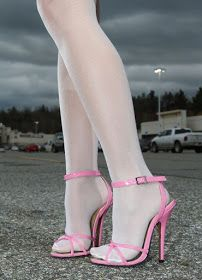 The pleasure of high Heels: Pink sandals & white pantyhose Hot Heels, Sexy High Heels, Rosa High Heels, High Heels Boots, Pink High Heels, Beautiful High Heels, Sexy Legs And Heels, Socks And Heels, Pantyhose Outfits
