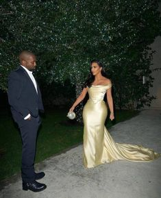 Diddys Birthday December 18 2019 at fashion-inspo Celebrity Wedding Dresses, Celebrity Weddings, Celebrity Style, Kanye West, Evening Dresses, Prom Dresses, Formal Dresses, Kim And Kanye, Birthday Fashion