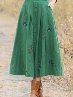 Vintage Style Flower Embroidery Buttoned A Line Skirt : Vintage Style Flower Embroidery Buttoned A Line Skirt Loja Modesta, Modestia, Modestia catolica, look loja modesta, modéstia Mode Outfits, Skirt Outfits, Casual Outfits, Fashion Outfits, Womens Fashion, Fashion Site, Elegante Y Chic, Vintage Stil, Vintage Green