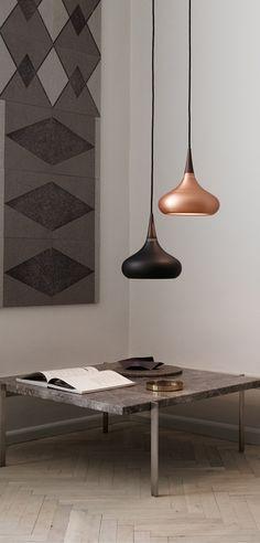 TIP: Usa una o más lámparas con una luz directa para crear un ambiente exclusivo y acogedor la sala de tu casa. Por ejemplo, puedes usar la lámpara Orient de Lightyears. Combinando diferentes colores o tamaños agregar un toque personal a tu decoración.