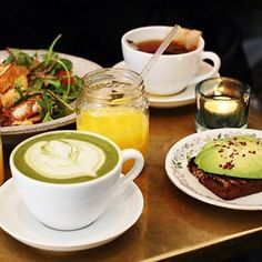 Gorgeous breakfast with a matcha latte one of our lovely customers sent to us ☺️ we'd sure like to start our Monday's like this! Xx  www.zengreentea.com #matcha #superfood