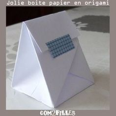 papier : une boite origami Photo diagrams for origami gift bag.Photo diagrams for origami gift bag. Origami Design, Diy Origami, Origami Gift Bag, Gato Origami, Origami Paper Folding, Origami Star Box, Origami And Kirigami, Modular Origami, Origami Ideas