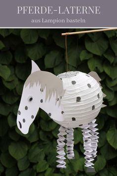 Was eine tolle #Laterne für kleine #Pferde Fans! Damit kann der #SanktMartin Umzug starten!  Danke für die tolle Idee. Dein balloonas.com Team   #laterne #diy #pferd #lampion