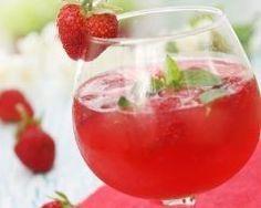Soupe de champagne framboise fraise : http://www.cuisineaz.com/recettes/soupe-de-champagne-framboise-fraise-64780.aspx
