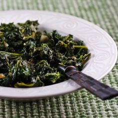 Recipe for Sauteed Kale with Garlic and Onion (Melting Tuscan Kale) [from Kalyn's Kitchen] #HealthyThanksgiving