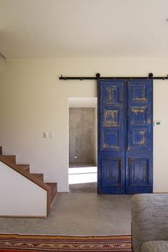 This unique interior barn doors for entertainment center is a really inspirational and great idea Hanging Barn Doors, Barn Door Designs, Casas Containers, Inside Barn Doors, Old Doors, Interior Barn Doors, New Homes, House Design, Interior Design