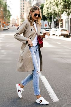 Basic Fashion Tips Fashion Jackson Wearing Everlane Trench Coat White Tshirt Ripped Jeans Gucci Ace Embroidered Sneakers.Basic Fashion Tips Fashion Jackson Wearing Everlane Trench Coat White Tshirt Ripped Jeans Gucci Ace Embroidered Sneakers Summer Fashion Outfits, Spring Outfits, Winter Fashion, Classic Fashion Outfits, Christmas Fashion, Spring Fashion, Winter Outfits, Skinny Jeans Damen, Ripped Jeans