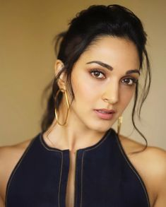 Kiara Advani gym look is so fascinating that includes stylish sports bras & yoga pants, will get assured inspiration to work out even in the situation of self-isolation. Bollywood Actress Hot Photos, Bollywood Couples, Indian Bollywood Actress, Bollywood Girls, Beautiful Bollywood Actress, Tamil Actress Photos, Bollywood Celebrities, Beautiful Actresses, Indian Actresses