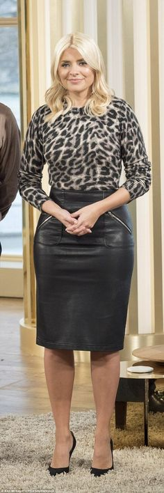 Welcome back: The blonde beauty, wore an animal print jumper tucked into a knee-length black leather skirt Black Leather Pencil Skirt, Leather Midi Skirt, Leather Dresses, Animal Print Jumpers, Leggings Depot, Holly Willoughby, Sexy Skirt, Classy Women, Pullover