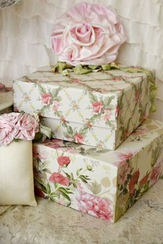 Vintage Look Shabby. I am addicted to ANYTHING pink floral