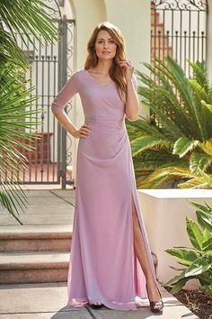 V-neck Jade Chiffon with Stretch Lining MOB Dress Pretty jade chiffon (with stretch lining) Mother of the Bride dress with a V-neckline and sleeves. Gathers and beautiful beading on the bodice and a front side slit on the flare skirt to complete the look. Pink Evening Gowns, Evening Gowns With Sleeves, Dresses With Sleeves, Mob Dresses, Event Dresses, Wedding Dresses, Bride Dresses, Lace Wedding, Jasmine Bridal