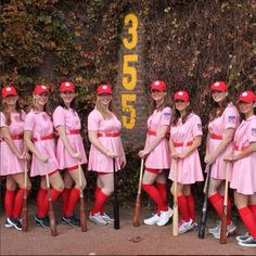 14 Awesome Group Halloween Costume Ideas for You and Your Squad disfraces halloween ideas Funny Group Halloween Costumes, Baseball Costumes, Couples Halloween, Fete Halloween, Diy Costumes, Costumes For Women, Costume Ideas For Groups, Girl Group Costumes, Teen Costumes