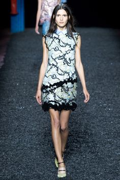 Mary Katrantzou Spring 2015 Ready-to-Wear Fashion Show - Iana Godnia