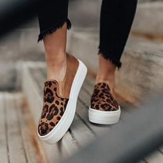 Ootdshoes Femmes Mode Baskets plates imprimées Between managing job, household, and finding time for ourselves, Zapatos Animal Print, Animal Print Flats, Leopard Sneakers, Leopard Shoes, Cheetah Print Shoes, Baskets Plates, Vetements Shoes, Zapatos Slip On, Designer Shoes