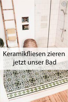 Es ist wohl einer der ältesten Trends der Welt, der seinen Ursprung um 2600 vor Christus in Ägypten hat: Keramikfliesen, die wie Mandalas die Wände zieren. Nachdem unser Badezimmer in der vergangenen Saison so clean wie möglich sein sollten, können wir uns jetzt kaum vor den bunten Mustern retten.