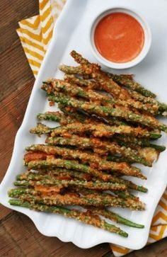 Natural bean fries: paleo A crispy Parmesan crust can make these irresistible. five minutes to prep! Click through for recipe. parmesan Green bean fries: A crispy Parmesan crust tends to make these irresistible. Vegetable Side Dishes, Vegetable Recipes, Veggie Recipes Sides, Vegetable Snacks, Aperitivos Finger Food, Paleo Recipes, Cooking Recipes, Cooking Games, Cheap Recipes
