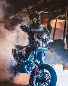 Spiced up looking rad in his Script Hoodie 😈! 🎥: 📸: Next Drop this Saturday, January at 🔜💥 . Ktm Dirt Bikes, Cool Dirt Bikes, Ktm Motorcycles, Dirt Bike Gear, Motocross Love, Motorcross Bike, Motorcycle Suit, Moto Bike, Motard Bikes