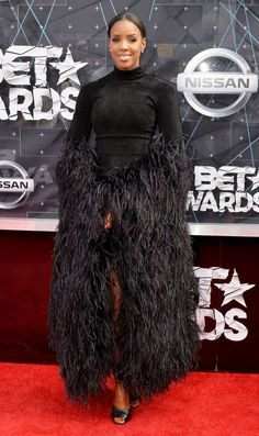 We're taking a look at the fierce all-black style moments Kelly Rowland has delivered in honor of her birthday. All Black Looks, Black Is Beautiful, All Black Fashion, Bet Awards, Red Carpet Ready, Kelly Rowland, All Black Everything, Celebs, Celebrities